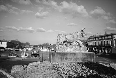 photo port de beaucaire canal beaucaire photographies beaucaire studio b studio photo beaucaire le clairon, statue taureau, statue le clairon